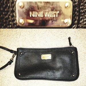 Nine West Table Treasures Top Zip Wristlet
